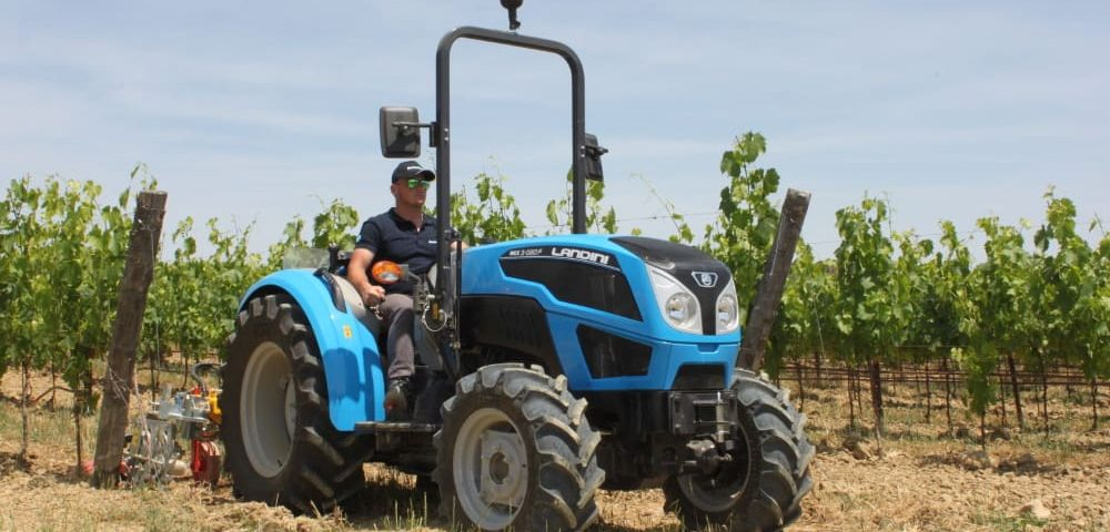 Landini Rex 3-080F in a vineyard